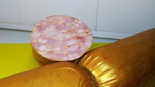 Варено-копченая колбаса со специями