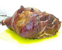 Копченый свиной окорок на кости по тамбовский