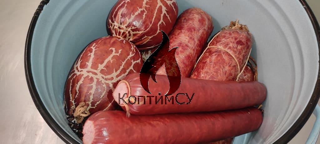 Колбасное ассорти - ветчина, сервелат и столичная колбасы
